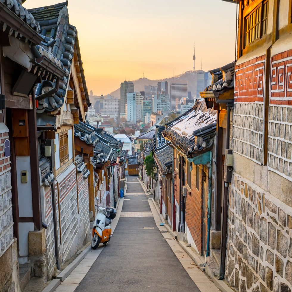 Seoul-korea-skyline-with-Bukchon-Hanok-historic-district-in-Seoul,-South-Korea